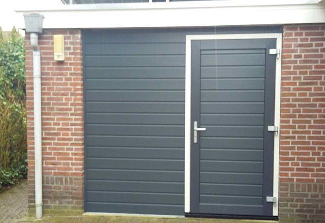 garagedeur ombouw kunststof deur en bekleding
